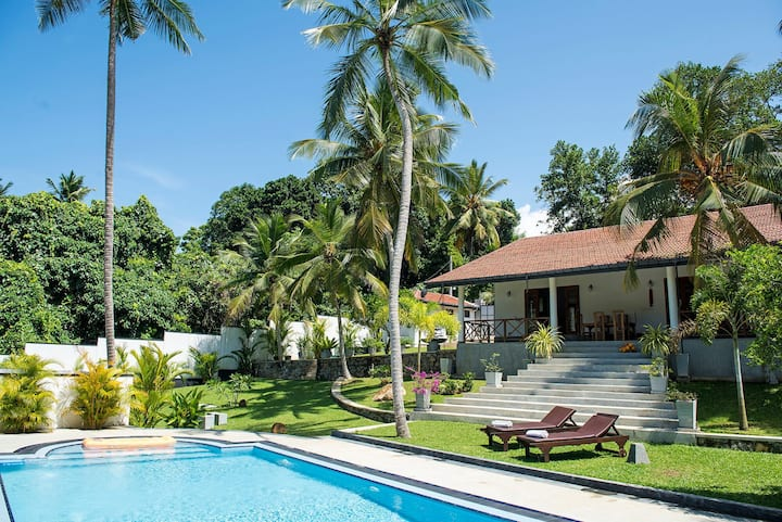 Coconut Grove Villa  Hikkaduwa