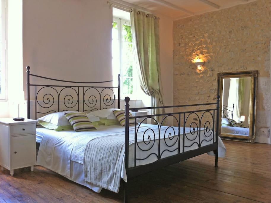 Master bedroom in L'Appartement..
