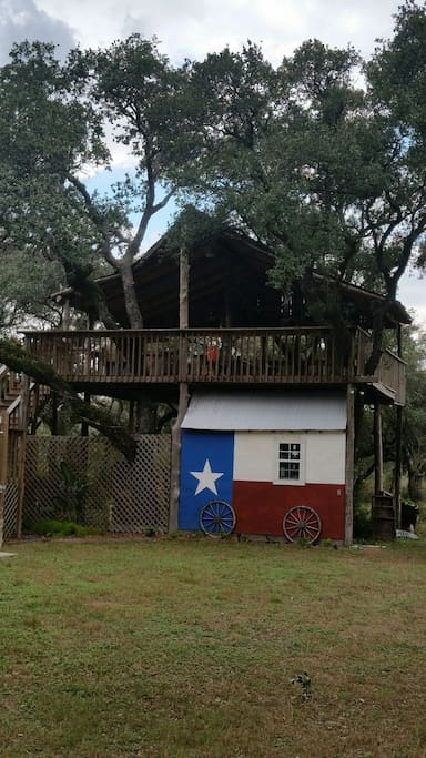 Treetop Lounge, a tree house overlooking the property.
