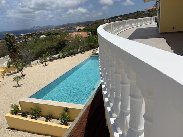 Completely remodeled Villa w Ocean View and Pool