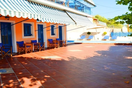 Studios in Agia Efimia with large terrace and pool