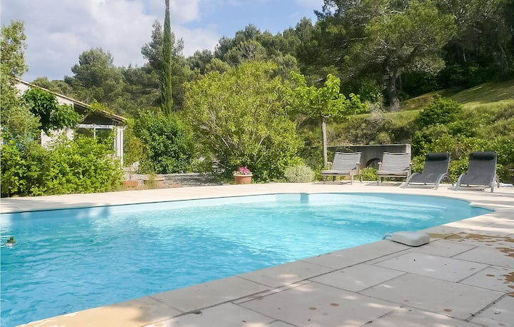 Nice home in Montbrun des Corbières with Outdoor swimming pool, Outdoor swimming pool and 4 Bedrooms