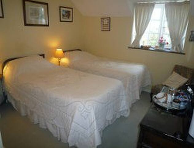 Little Broom B&B Standard Double or Twin room