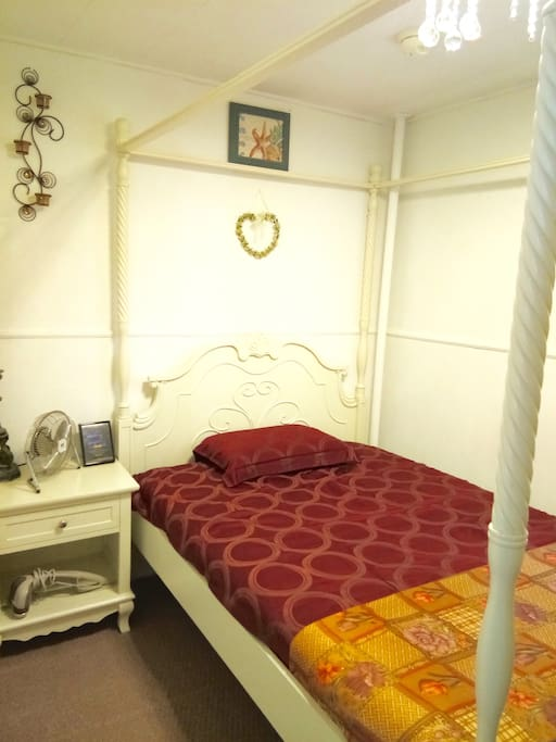 8X10 BEDROOM WITH FULL SIZE BED.