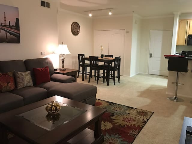 Amazing Stay at Exquisite Morden 2BR2B FreeParking