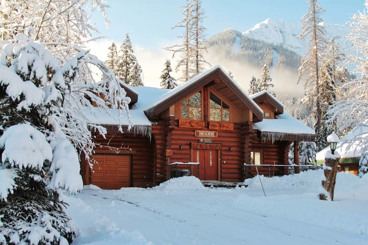 The Alder's Chalet | Fernie's Luxury Destination | Ski Back to your Private Hot Tub