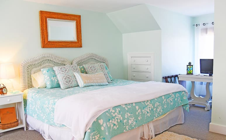 Bermuda Room/Cooney Cottage ( room 1)