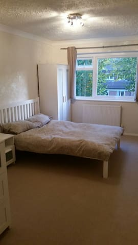 One bedroom apartment in great loc - sutton surrey  - Apartamento
