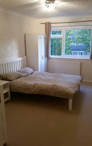 One bedroom apartment in great loc - sutton surrey  - อพาร์ทเมนท์