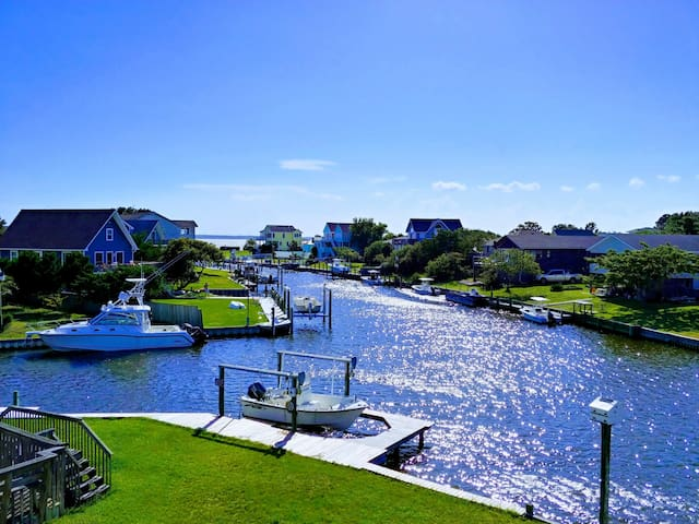Waterfront Home w/ Dock, Chef's Kitchen & Sunsets