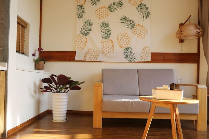 房源区域 - 早晨的阳光照进客厅
