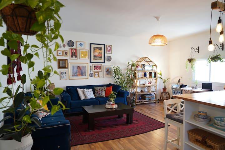 Cozy Apartment in Aida Camp -- Blue Room