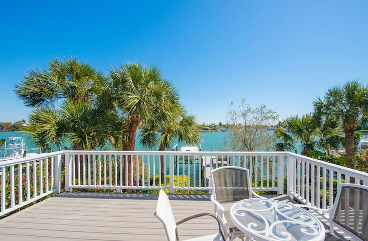 Salt Sea Air Retreat SL4 Optional Boat Dock & Pool - Saint Pete Beach - Apartamento