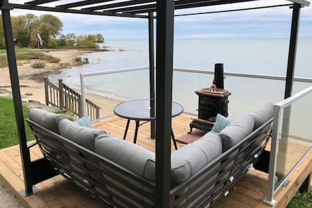 Amazing lower level suite-Deck on water