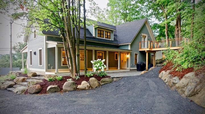New!  Vermont Modern Farmhouse in Stowe Village