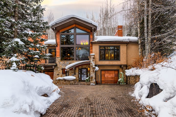 Lavishly Large home 5-minutes from Vail Village, Free Shuttle: Vail Valley Escape
