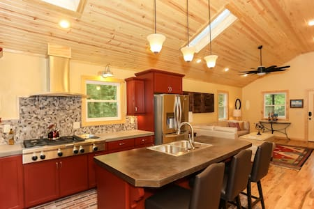 Crystal Cottage - Bentonville - House