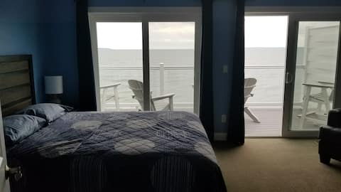 Largest Waterfront Condo On Pib - Over 2000 SQ FT.