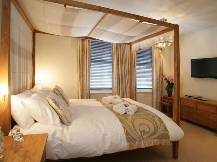 Luxurious four poster king double room