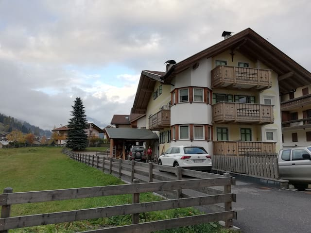 Cosy Apartment Maura with Balcony, Mountain View & Wi-Fi; Parking Available