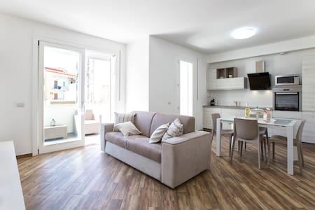 Nuovo ed elegante appartamento centrale con box