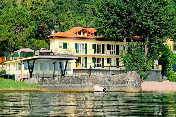 Casa vacanze a Meina con spiaggia privata