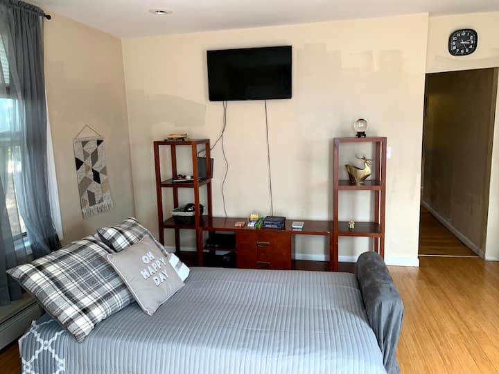 2 Bed RM Apt. quiet 🏠, just 30 min to 34th!