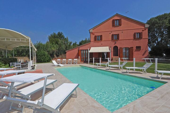 Villa with private swimming pool and panoramic views, close to the Adriatic coast