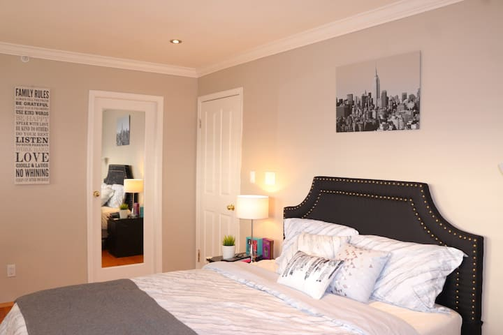 Master Bedroom, Private Bath&Balcony Good Location