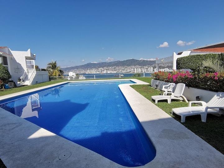 Villa Carey  Hermosa vista, comoda y amplia