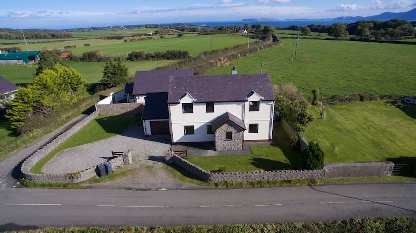 Detached Farmhouse Stunning Views, Beaumaris