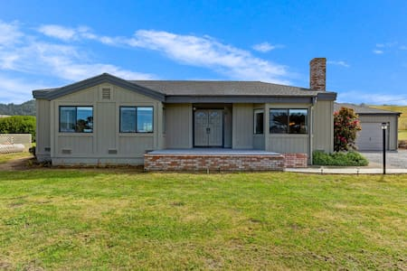 Ocean and hillside views, large patio w/grill, short walk to Sunset Beach!