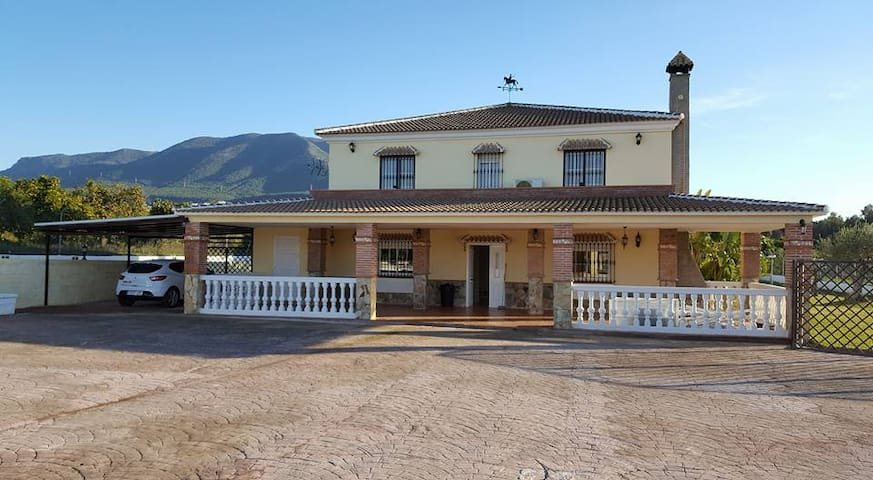 Casa Oliva Bed & Breakfast - Alhaurín el Grande - ที่พักพร้อมอาหารเช้า