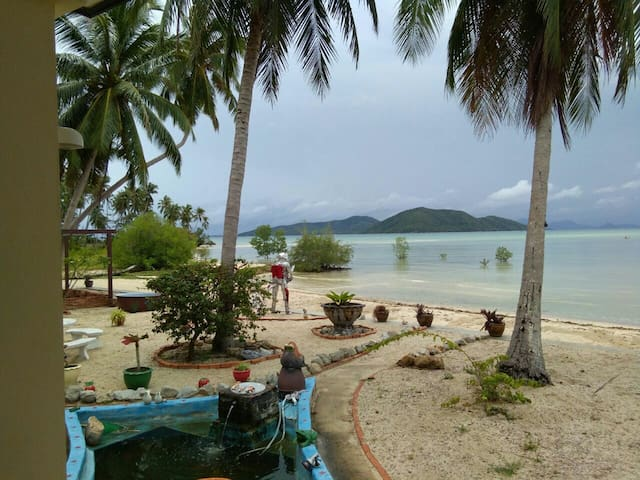 Quiet 1 bedroom beach front house.