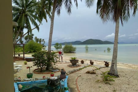 Quiet 1 bedroom beach front house. - サムイ島