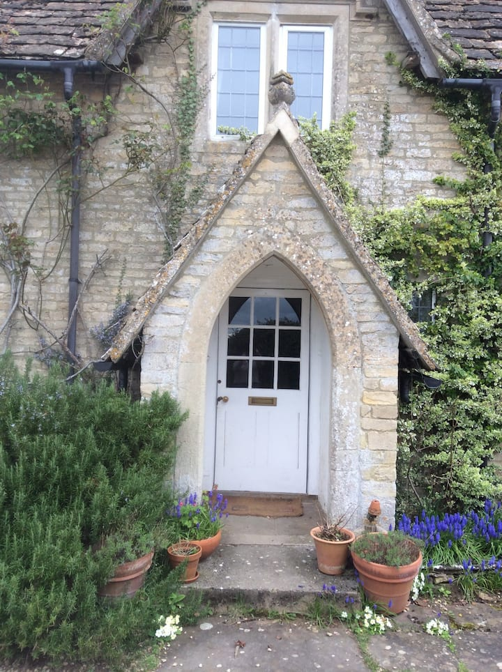 Pretty Cotswold cottage near westonbirt .
