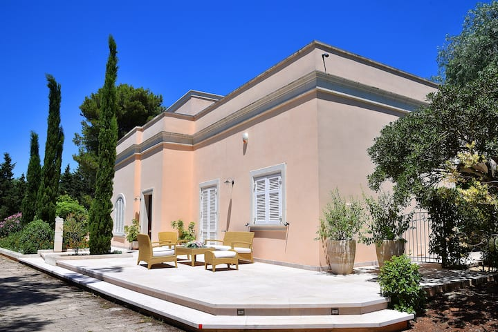 Villa Le Cenate with botanical garden and pool