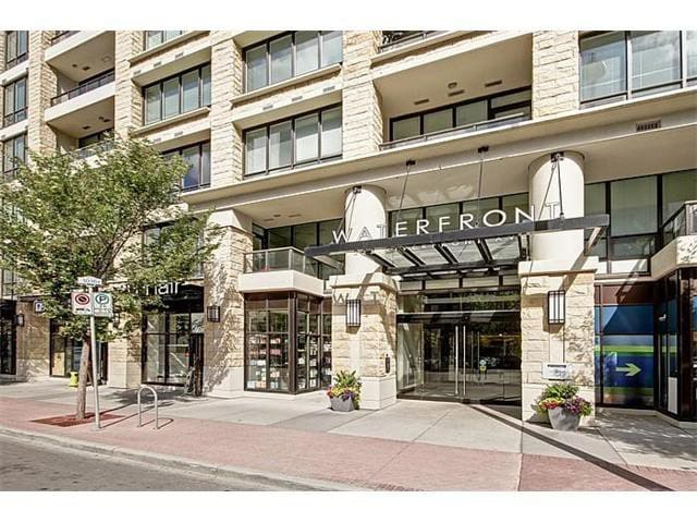 Exclusive Waterfront Condo, DT by the river & park