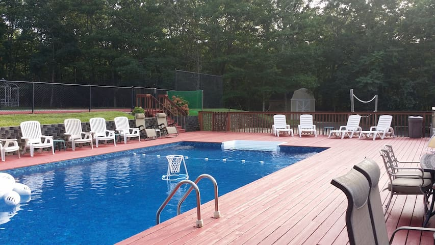 New Listing: Full Beach Vollleyball, Basketball & Tennis Court, Pool & Jacuzzi & More