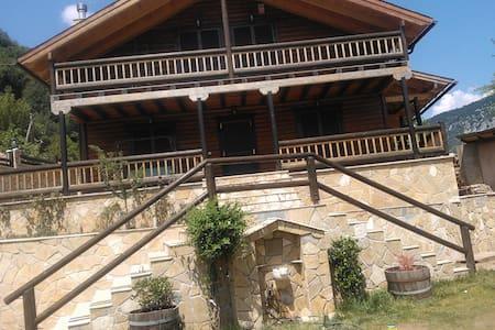 Ενα ιδιοκτητο διωροφο σαλε - Klepa