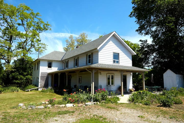 Exquisite Retreat for Gatherings (over 100 acres) - Castleton - House