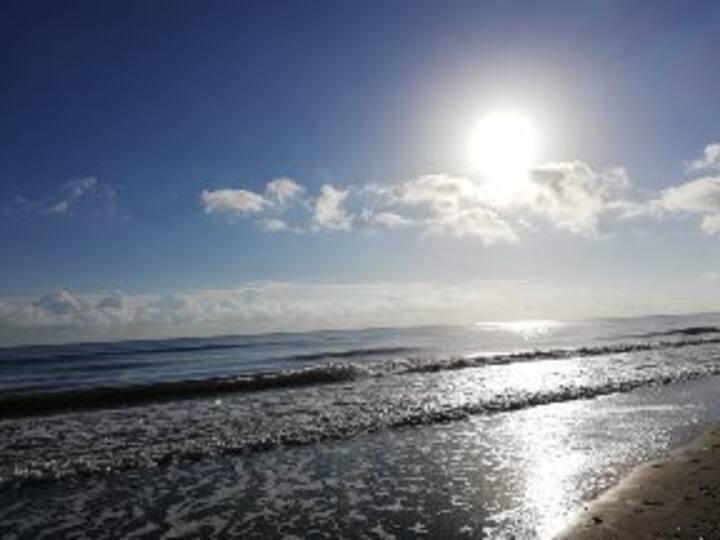 Chambre,SDB indépendantes 100m plage/près aéroport