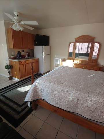 Cozy room for 2 persons with 1 queen bed size