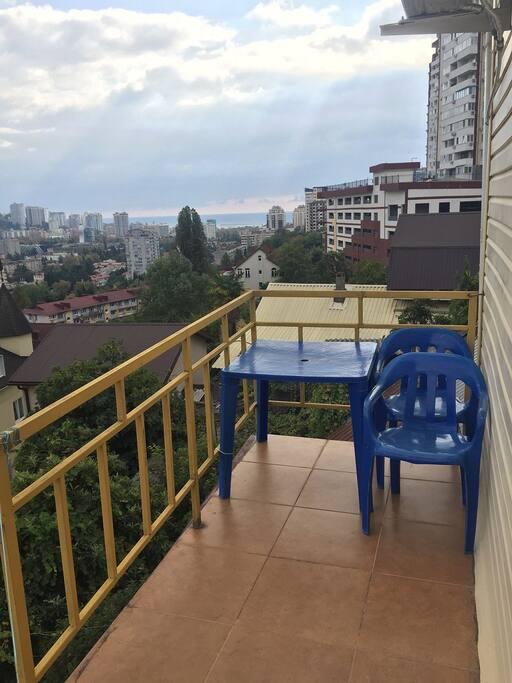 Балкон в серой студии
