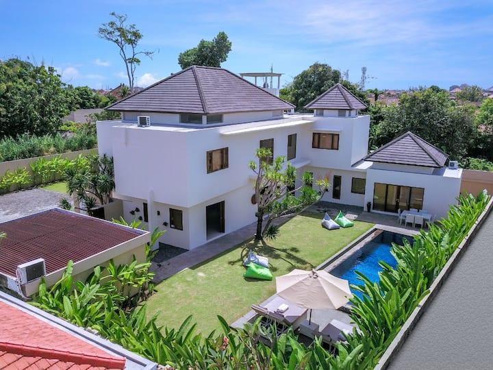 Luxury 3 Bedroom Private Pool Villa in Sanur