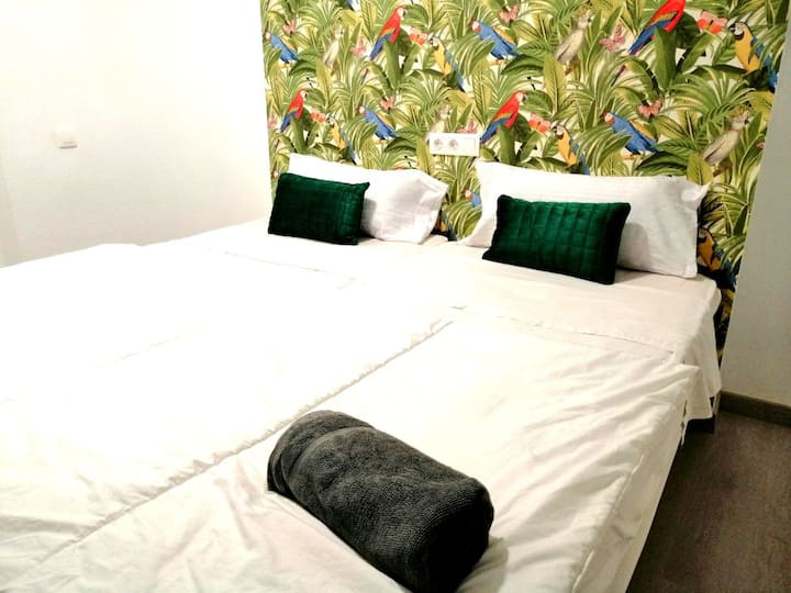 ROOM IN THE HEART ALICANTE 100 METERS TO THE BEACH