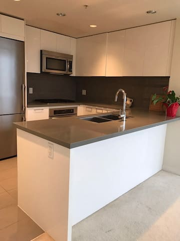 Two bed room apartment - Burnaby - Apartment