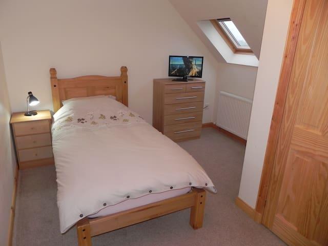 A single room upstairs. - Na h-Eileanan an Iar