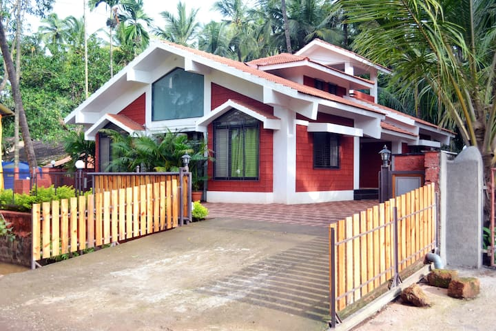 Konkani Villa in a Historic Village-with AC & WiFi