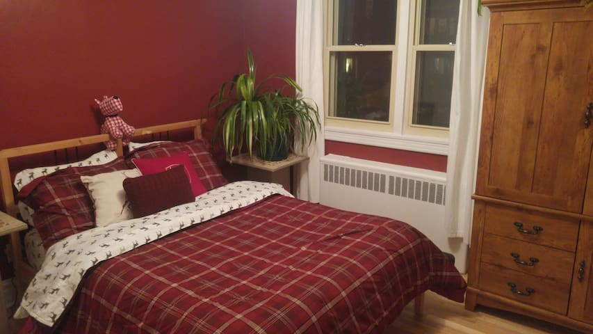 Cozy bedroom nearby Metro - Longueuil - Apartment